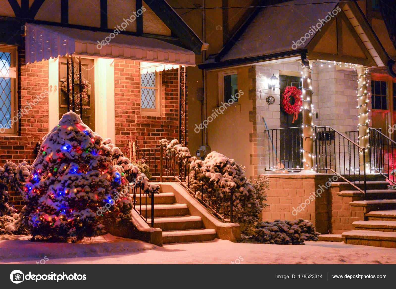 Fotos Casas Decoradas Navidad.Casa Decorada Con Luces Navidad Foto De Stock C Pftrip