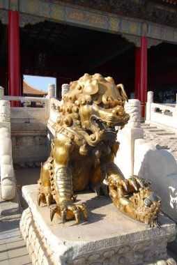 Lion statue at gate of celestial purity