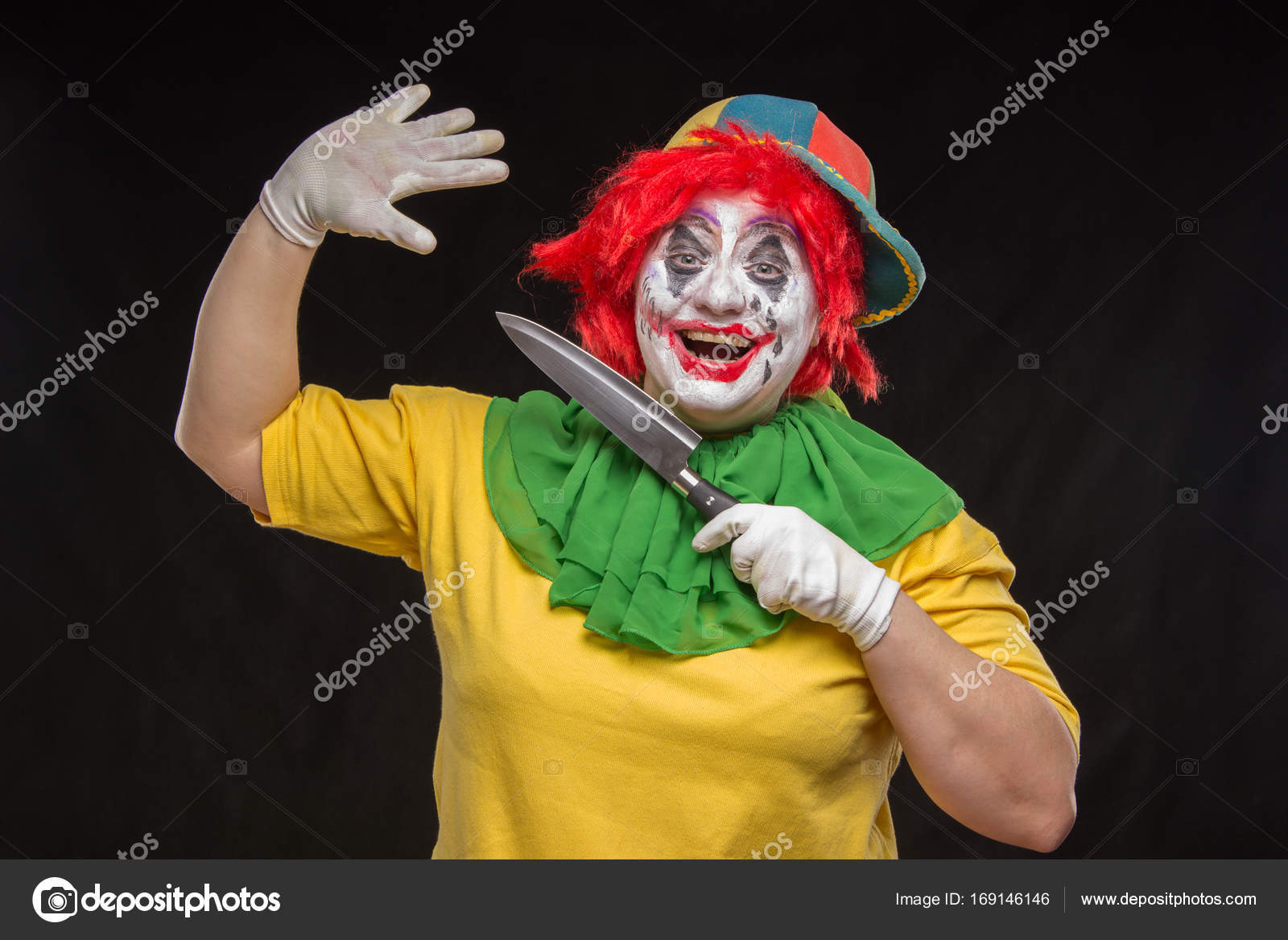 Halloween Sminkning Joker.Scary Clown With A Horrible Make Up Laughs And With Knives