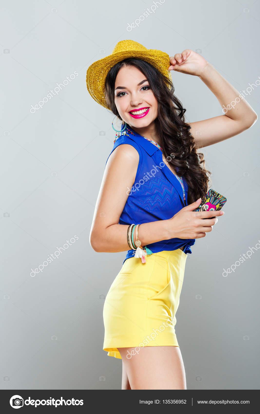 Modelo De Blusa Azul E Saia Amarela Stock Photo
