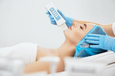 Girl on procedure of ultrasonic peeling