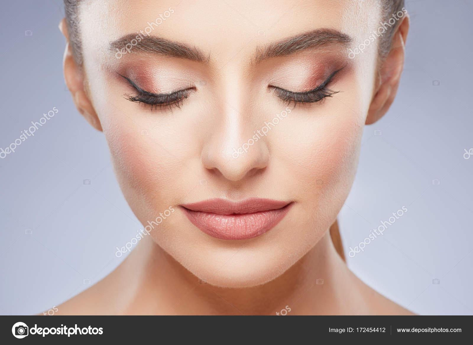 Chica con el maquillaje nude — Foto de stock © elenazhogol