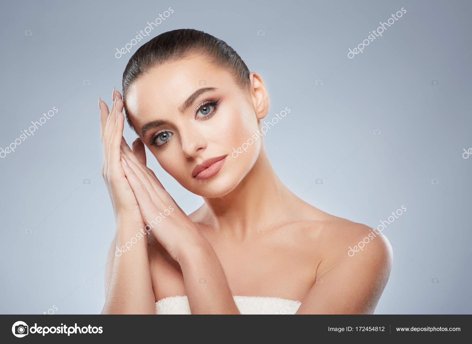Girl nude pussy plasticity