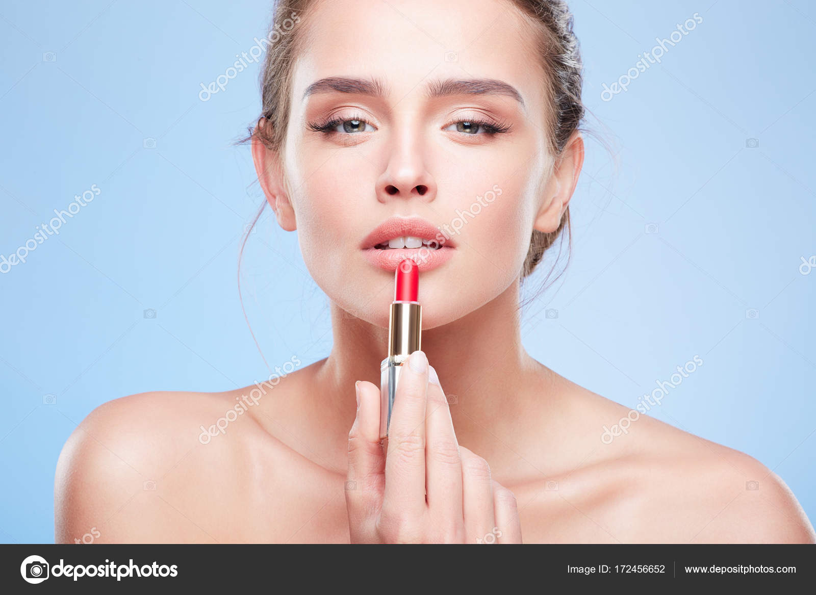 Labios de niña pintura con lápiz de labios — Fotos de Stock ...
