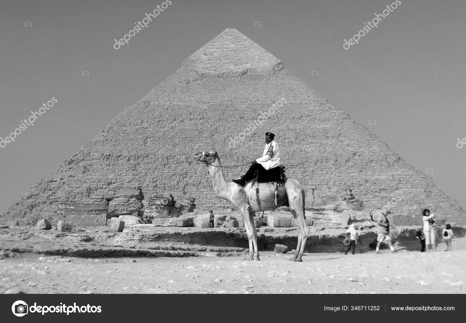 Giza Egypt Nov Uniformed Tourist Police Patrols Pyramids November 2009 Stock Editorial Photo C Meunierd 346711252