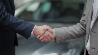 handshake after successful deal