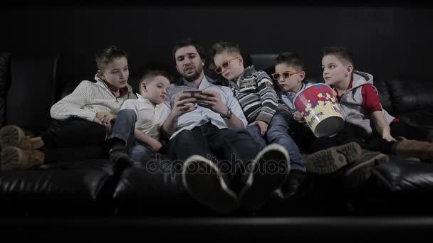 Gyermekek és ember, mozi