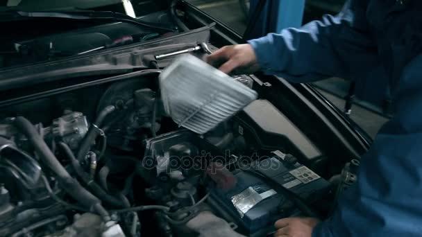 mechanik servisu auto motor