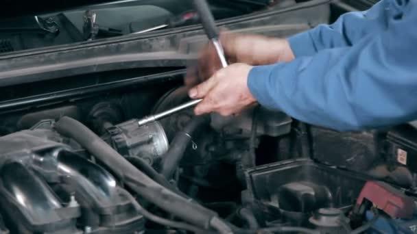 karbantartási autó-motor szerelő
