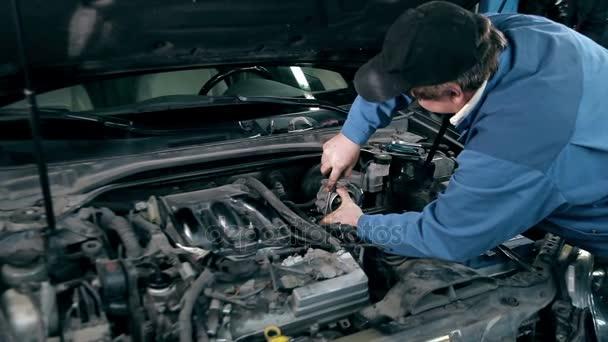 Mechanik kontrolní auto motor