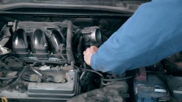mechanik, opravy automobilů