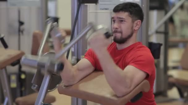 Man exercising for the biceps