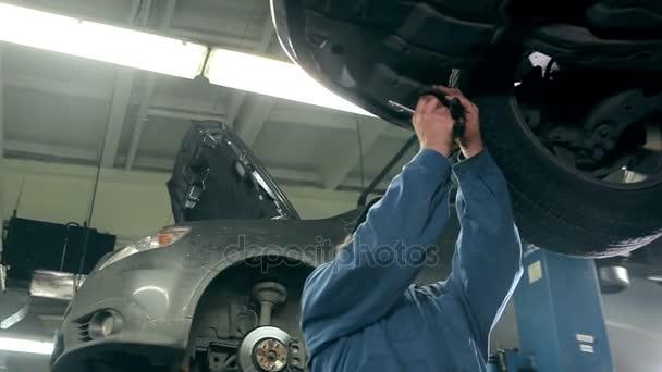 Mechanik, diagnostika aut v čerpací stanici