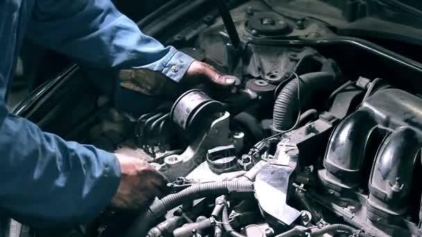 Mechanik se měnící komponenty motoru