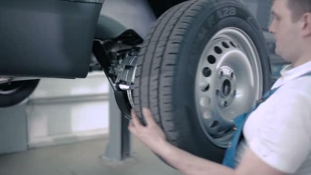 Mechanik práce s autem