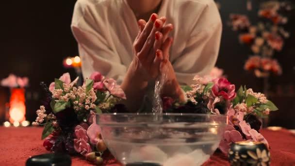 video-tayskih-zhenshin-napisala-v-trusiki