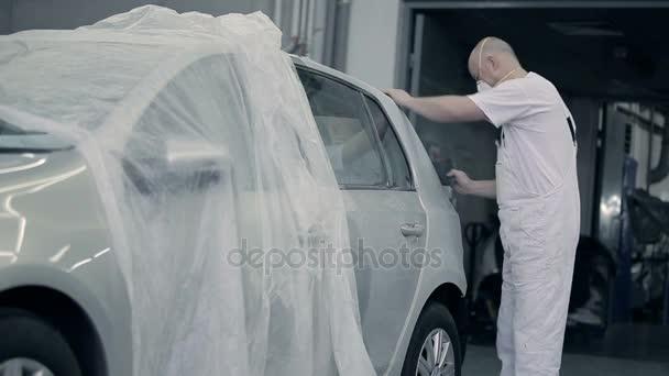 Erkek Hazırlamak Araba Boyama Için Stok Video Photooles 168499288
