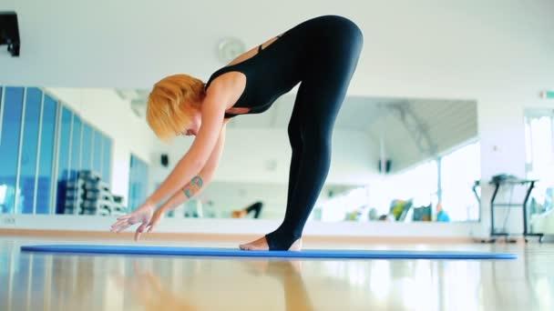 zrzka žena cvičení jógy