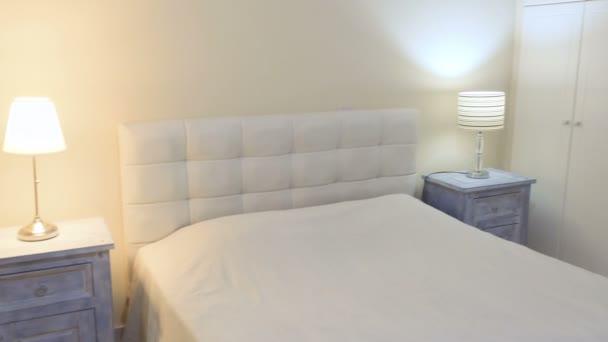 elegáns fehér hálószoba
