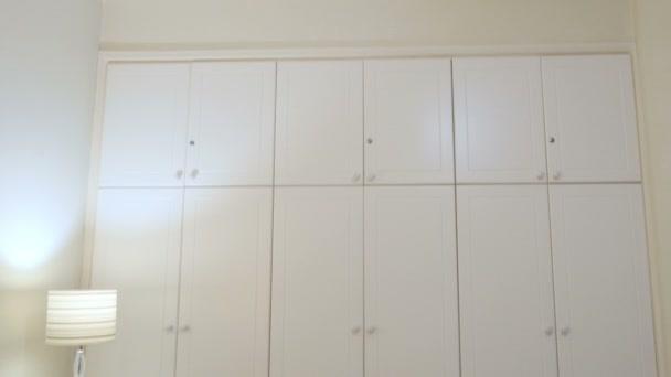 Biała Szafa W Sypialni światło