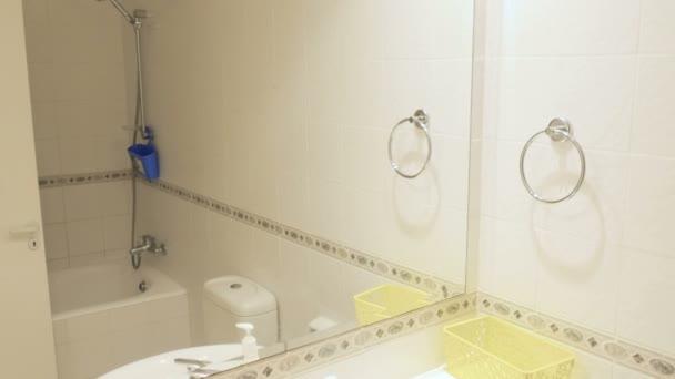 Malá stylová lehká koupelna