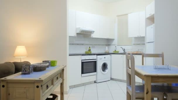 Studio appartement met keuken om te zetten in een kamer