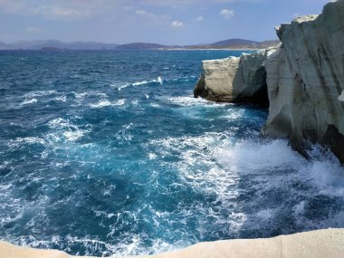 """Картина, постер, плакат, фотообои """"милос, греция sarakiniko beach and caves пейзаж seaside view at sunny weather """", артикул 329148072"""