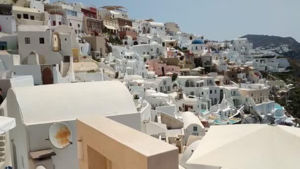 Klasický pohled na budovy a dekorace ve Firě - hlavní město Santorini, Řecko