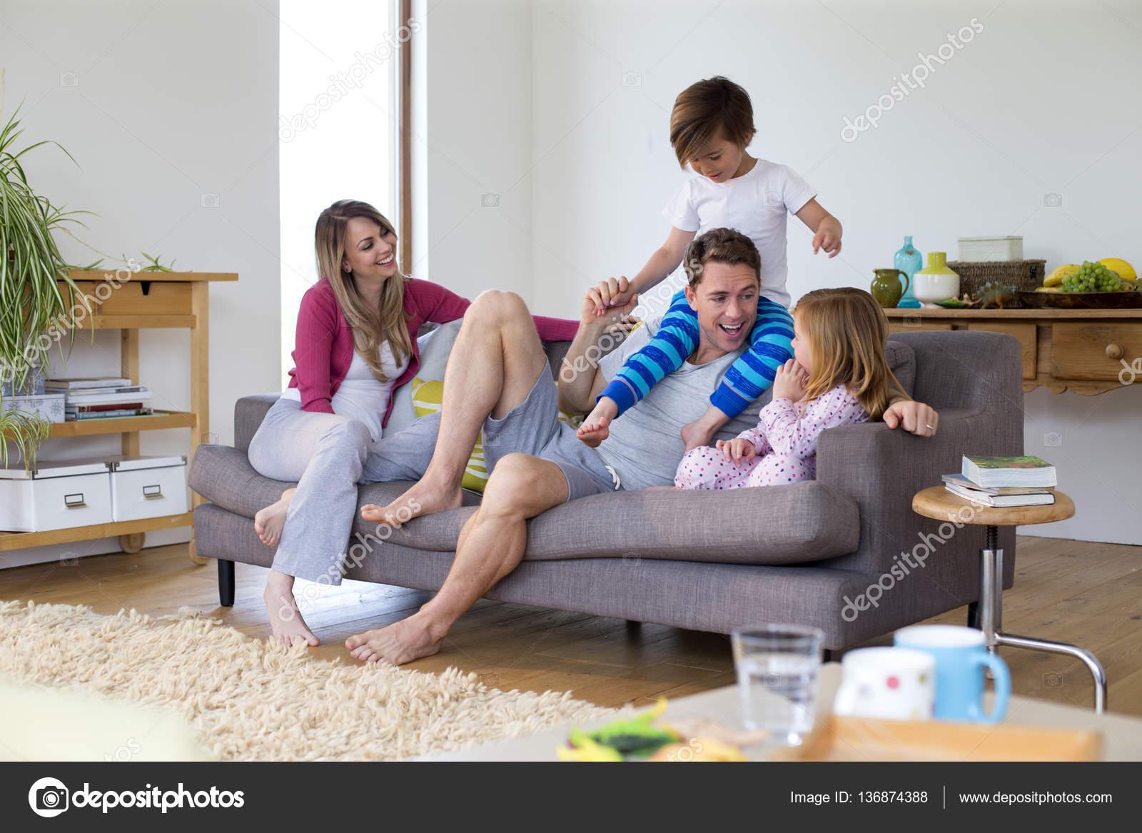 Klettergerüst Wohnzimmer : Papa macht die besten klettergerüst u2014 stockfoto © dglimages #136874388