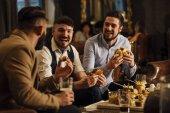 Fotografia Bevande e cibo da pub
