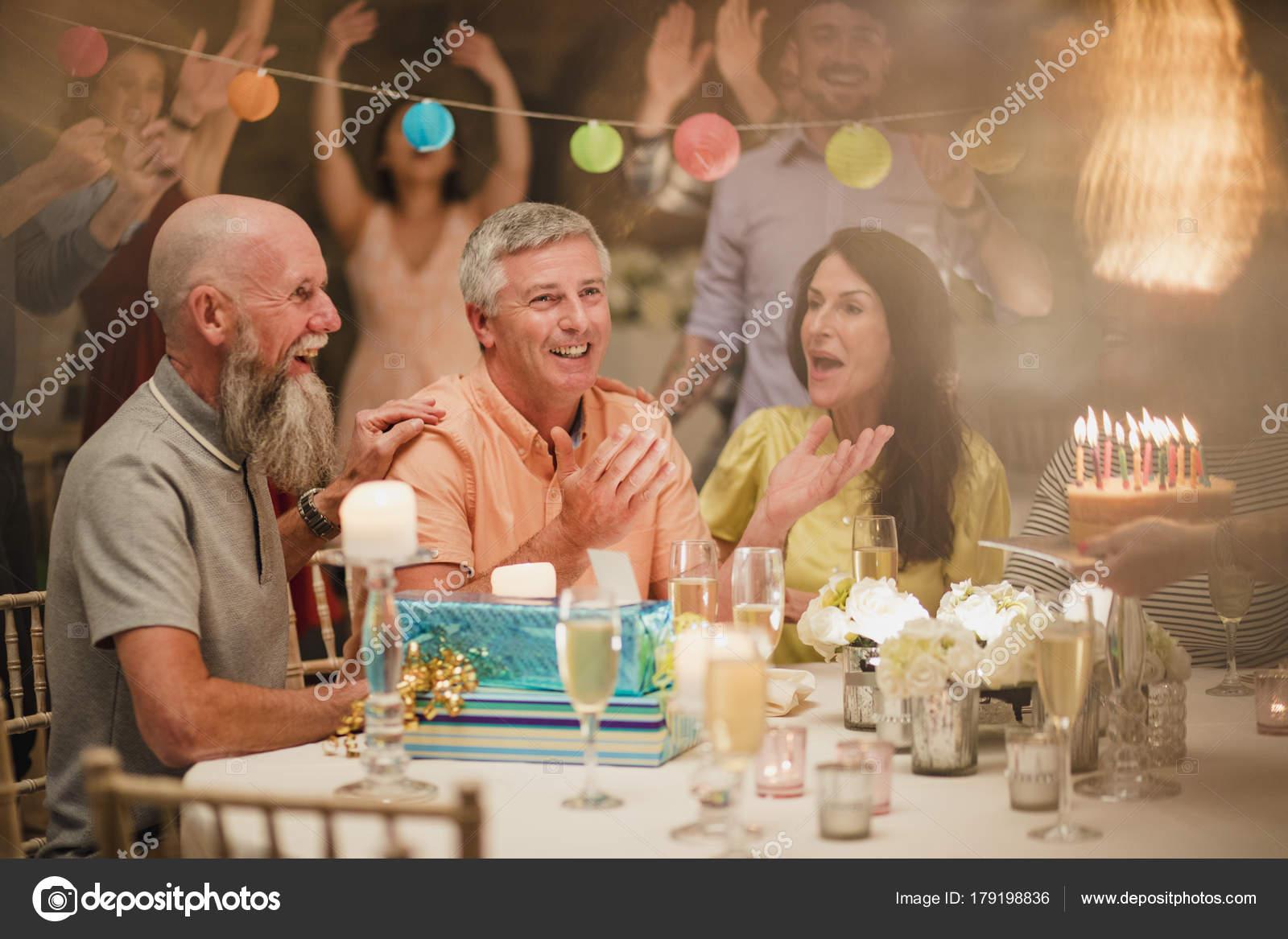 överraskning födelsedag Överraskning födelsedag behandla — Stockfotografi © DGLimages  överraskning födelsedag
