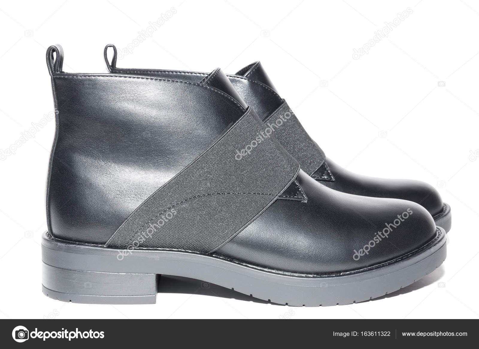 Жіноча зимове взуття шкіряне — Стокове фото — білий © AlexBush ... 87c9b9e5e6375
