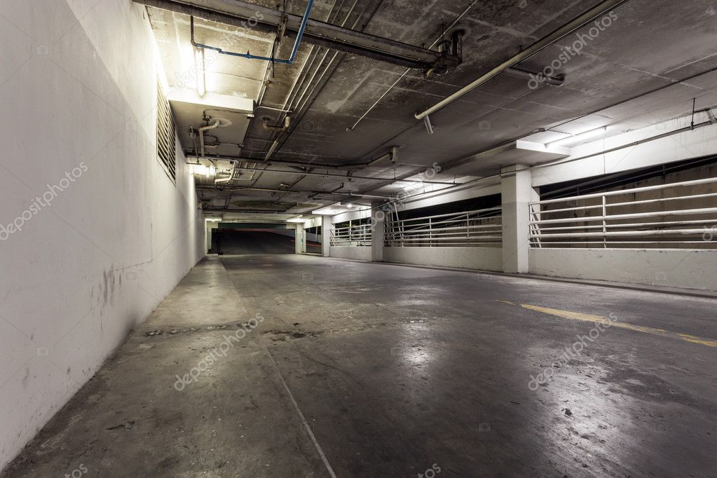 Verlichting Voor Garage : Parking garage interieur neon verlichting in industrieel gebouw
