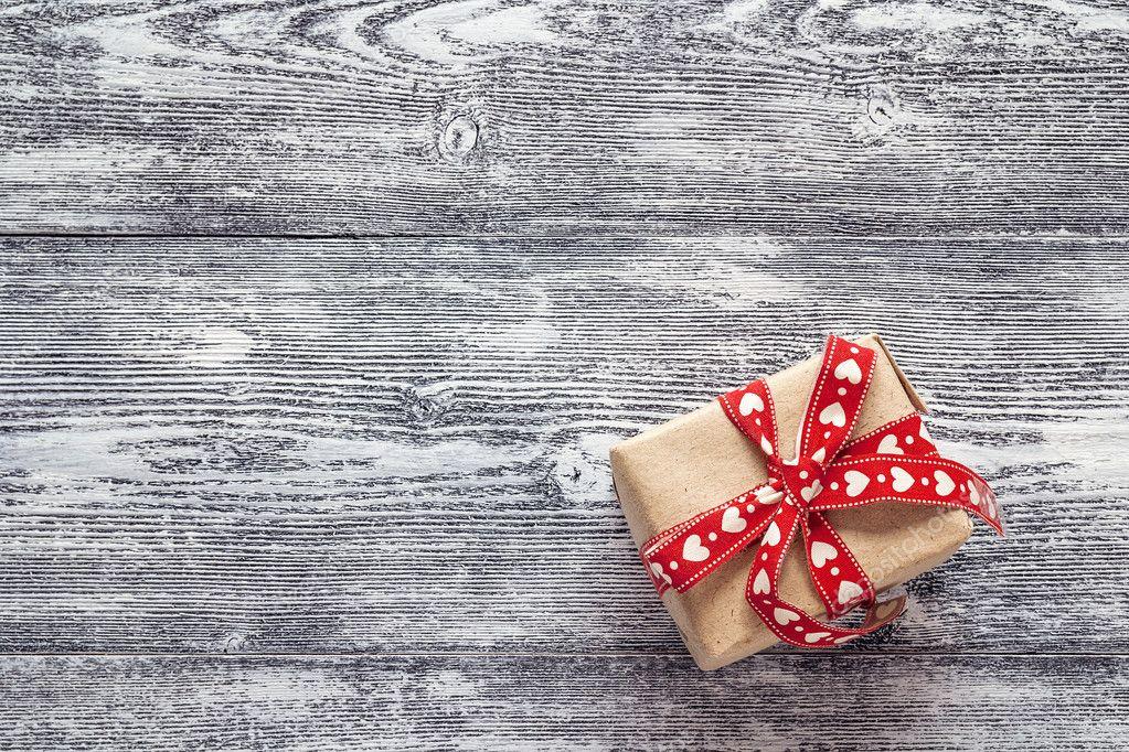 Caja De Regalo Con Lazo Rojo En Blanco Y Negro Pintados