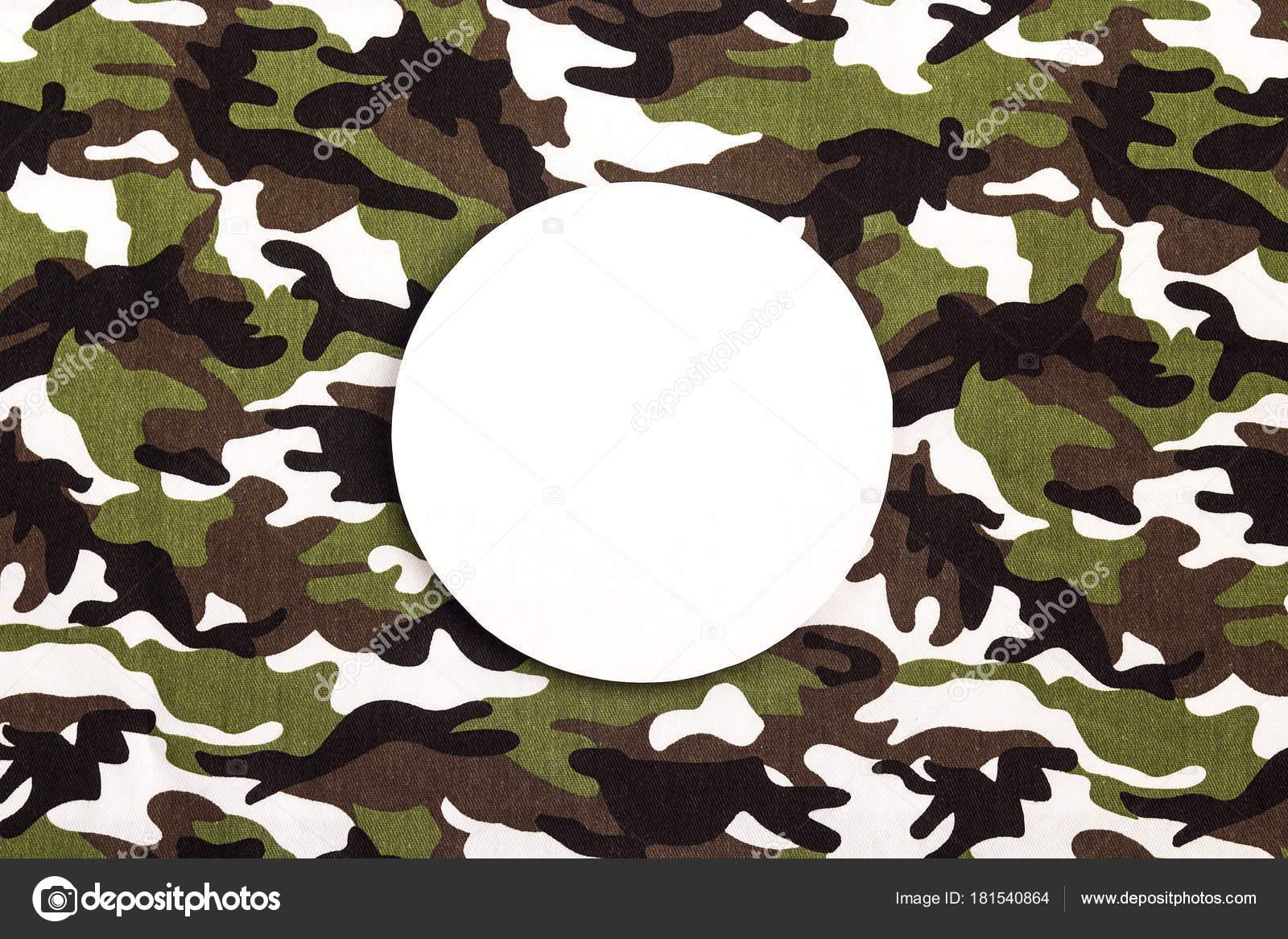 Weiße Runde Rahmen auf militärische Tarnung Hintergrund. Platz für t ...