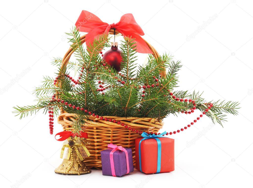 Weihnachts-Korb mit Geschenken — Stockfoto © Voren1 #130096872