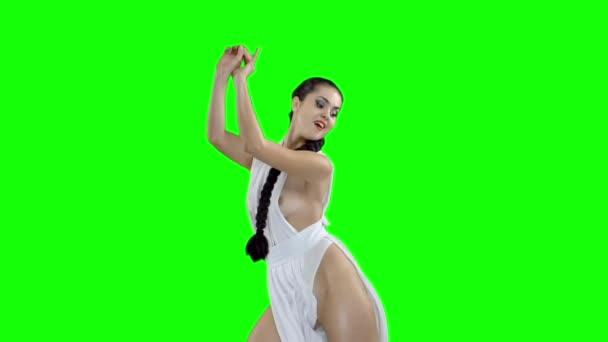 один девушки в зеленой форме танцуют сюжеты это