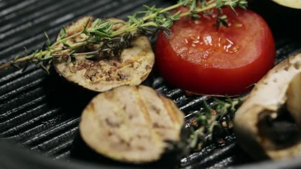 Grilovaná zelenina na pánev a téma