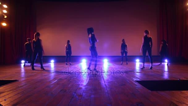 Сексуалные танцы видео