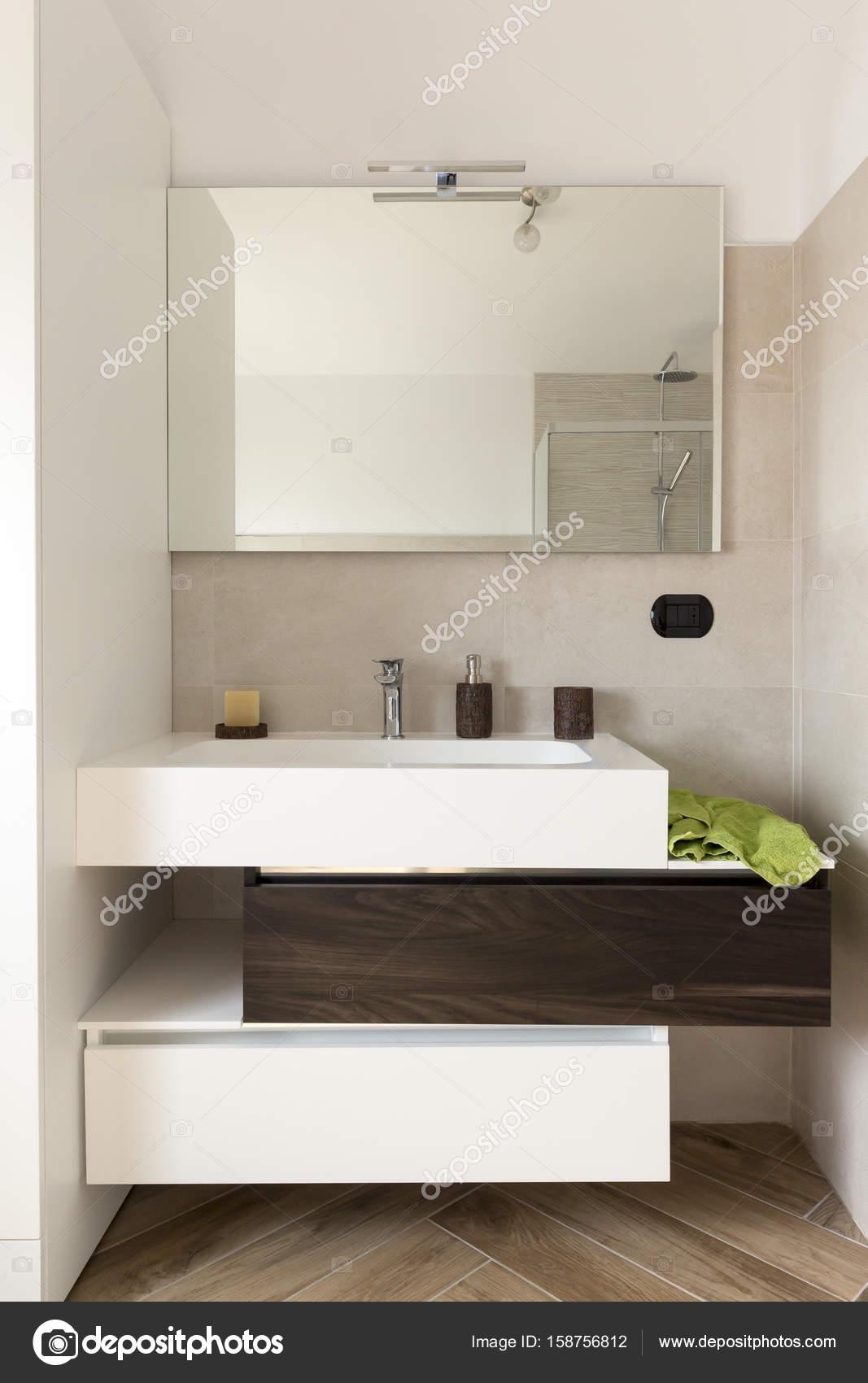 Mobiele wastafel in de badkamer — Stockfoto © matteogirelli #158756812