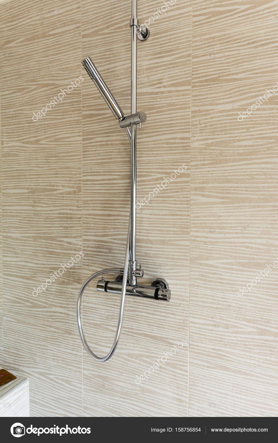Mischbatterie Dusche Mit Verstellbaren Zauberstab Stockfoto