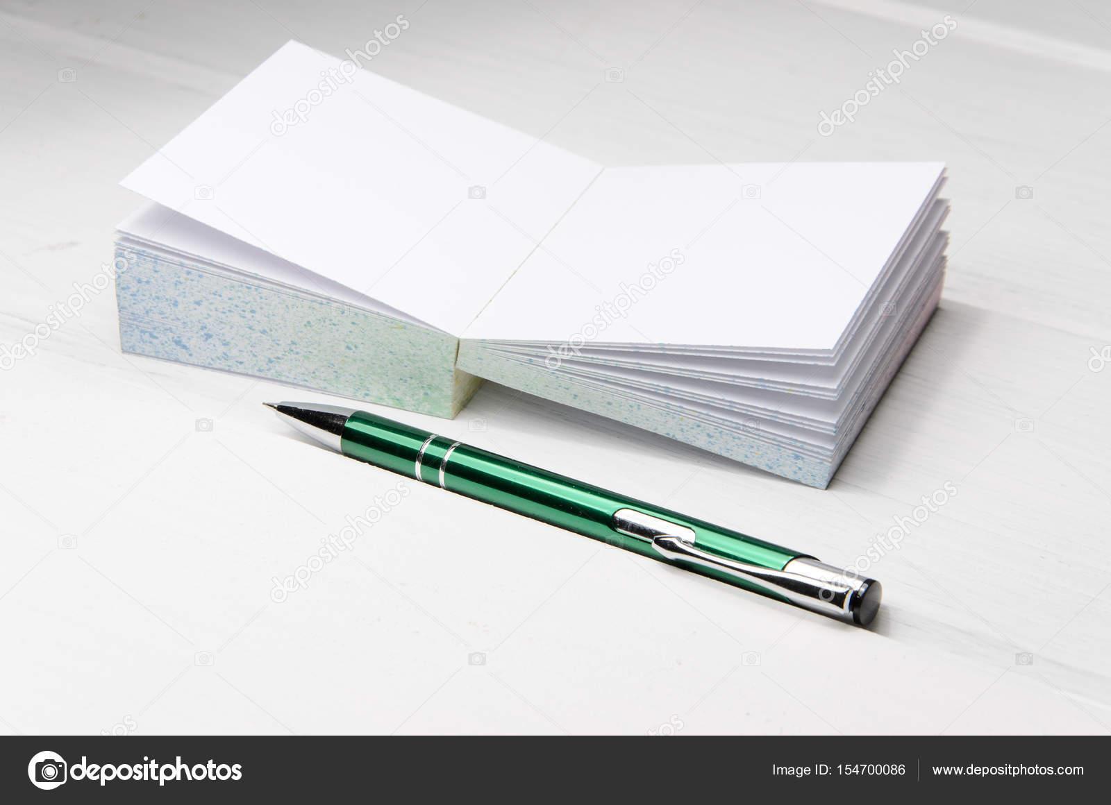 Petit Bloc Notes Sur Le Bureau Blanc Photographie Piotr Roae