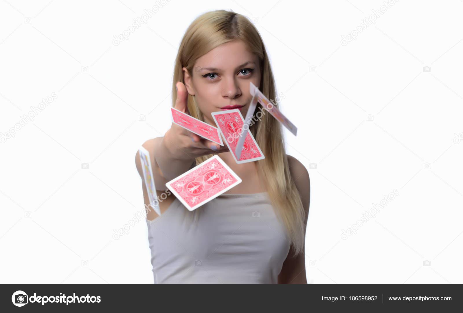 В карты с блондинкой