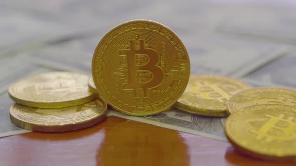 Modern módon csere. Bitcoin az kényelmes fizetési piac globális gazdaság. Virtuális digitális valuta és a pénzügyi befektetések trade koncepciót. Arany bitcoin háttér absztrakt cryptocurrency.