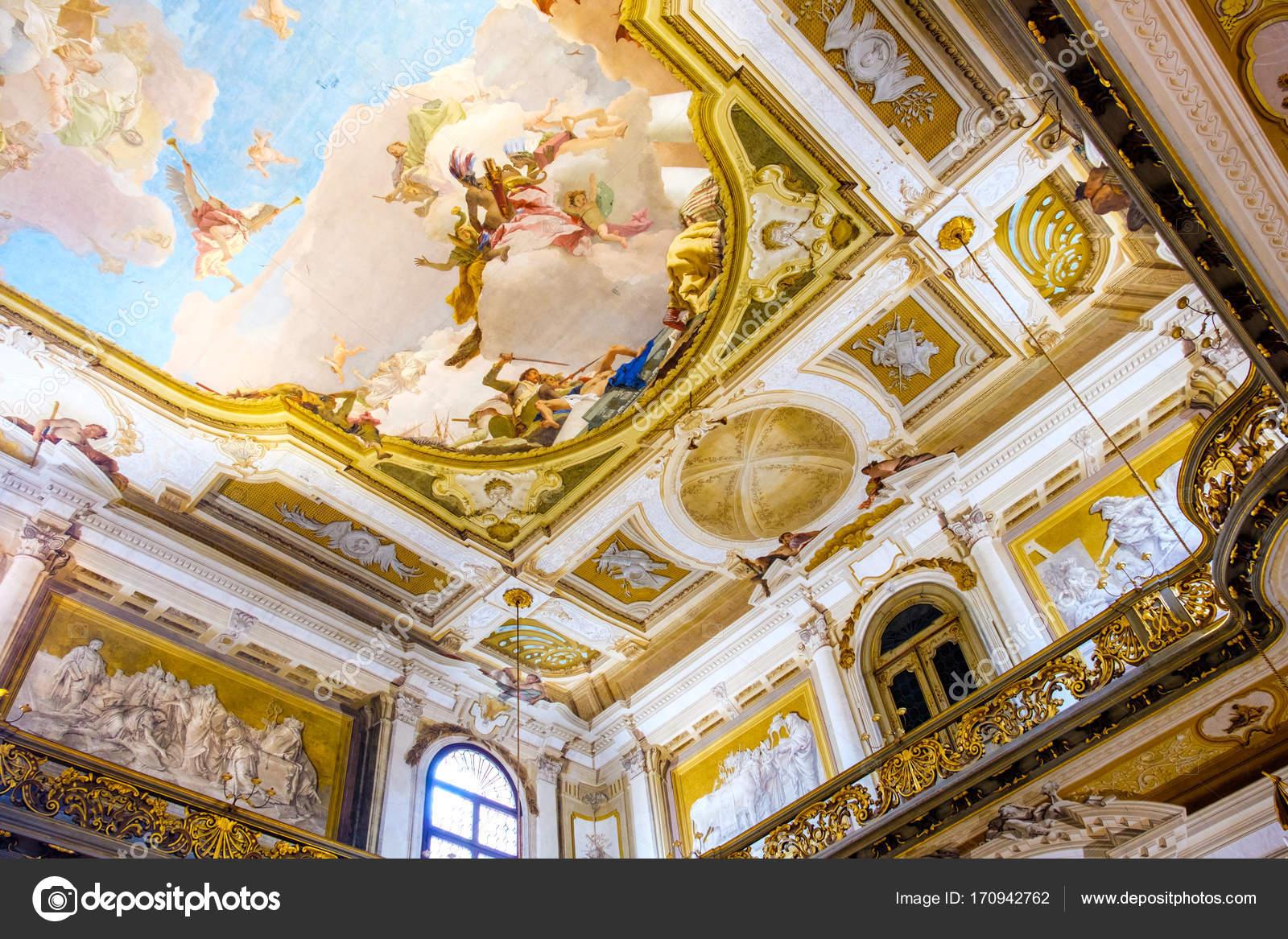 Interni Di Villa Pisani : Gli interni di villa pisani dipinto soffitto affrescato con balcone
