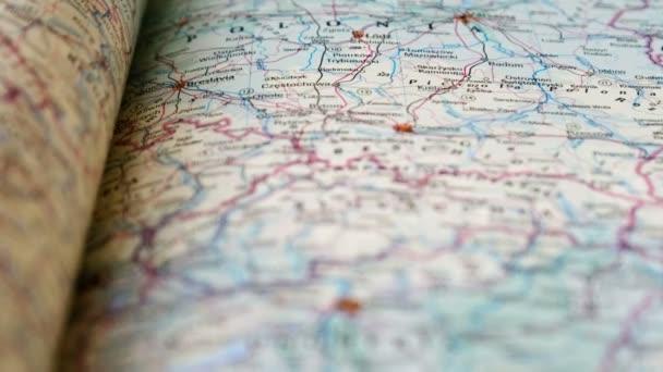 Slovensko mapa atlas knihy closeup