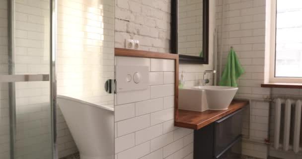 Moderní bílá koupelna panorama zastřelil