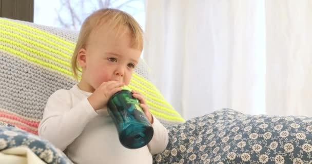 baby drinks junk drink ile ilgili görsel sonucu