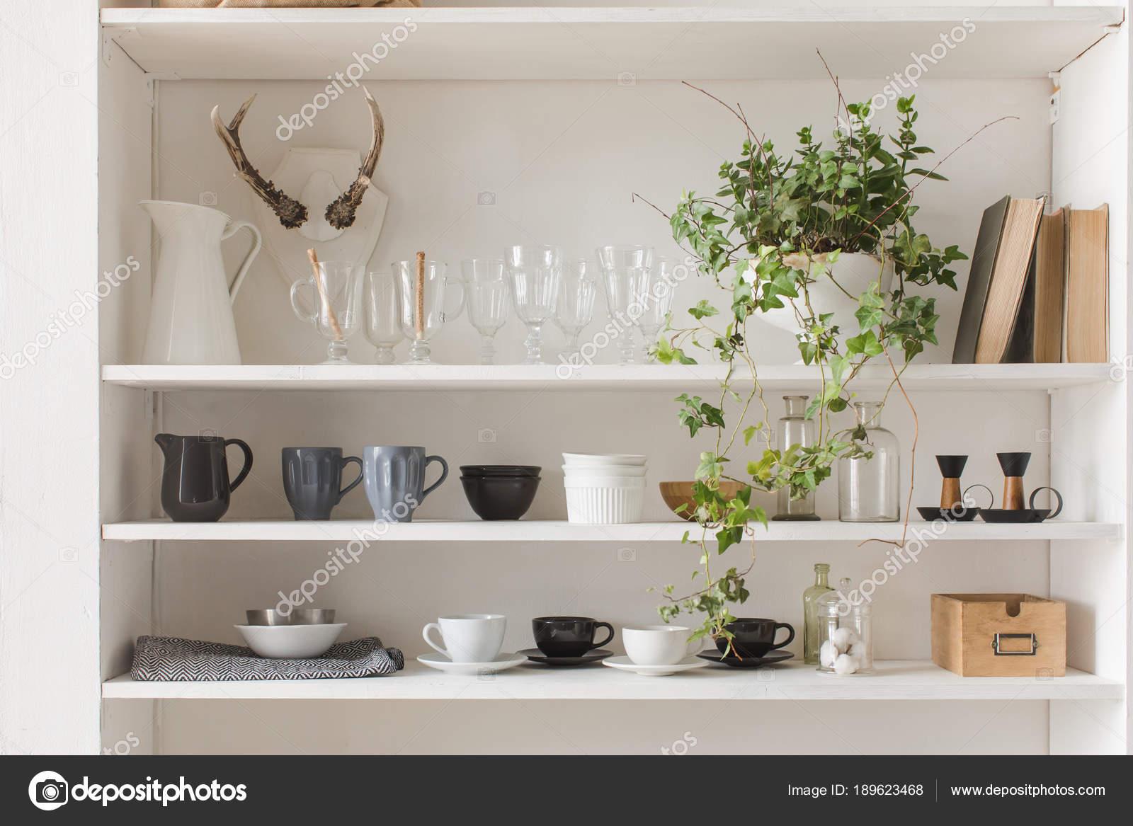 Küchenschrank oder Schrank für Geschirr — Stockfoto © 371819 #189623468