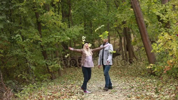 Видео в лесу девушки фото 153-280